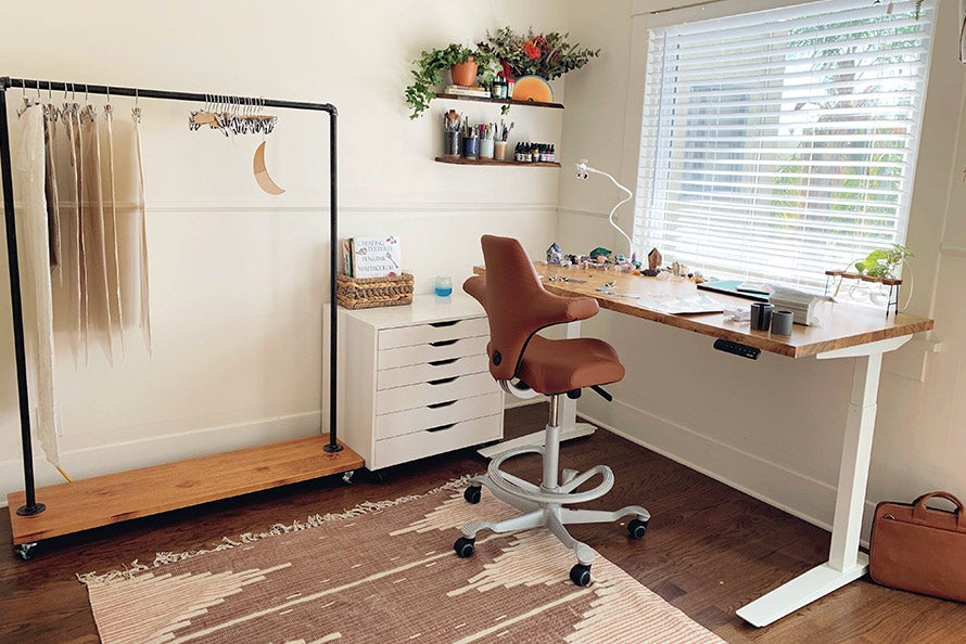 fully a better workspace start with your desk