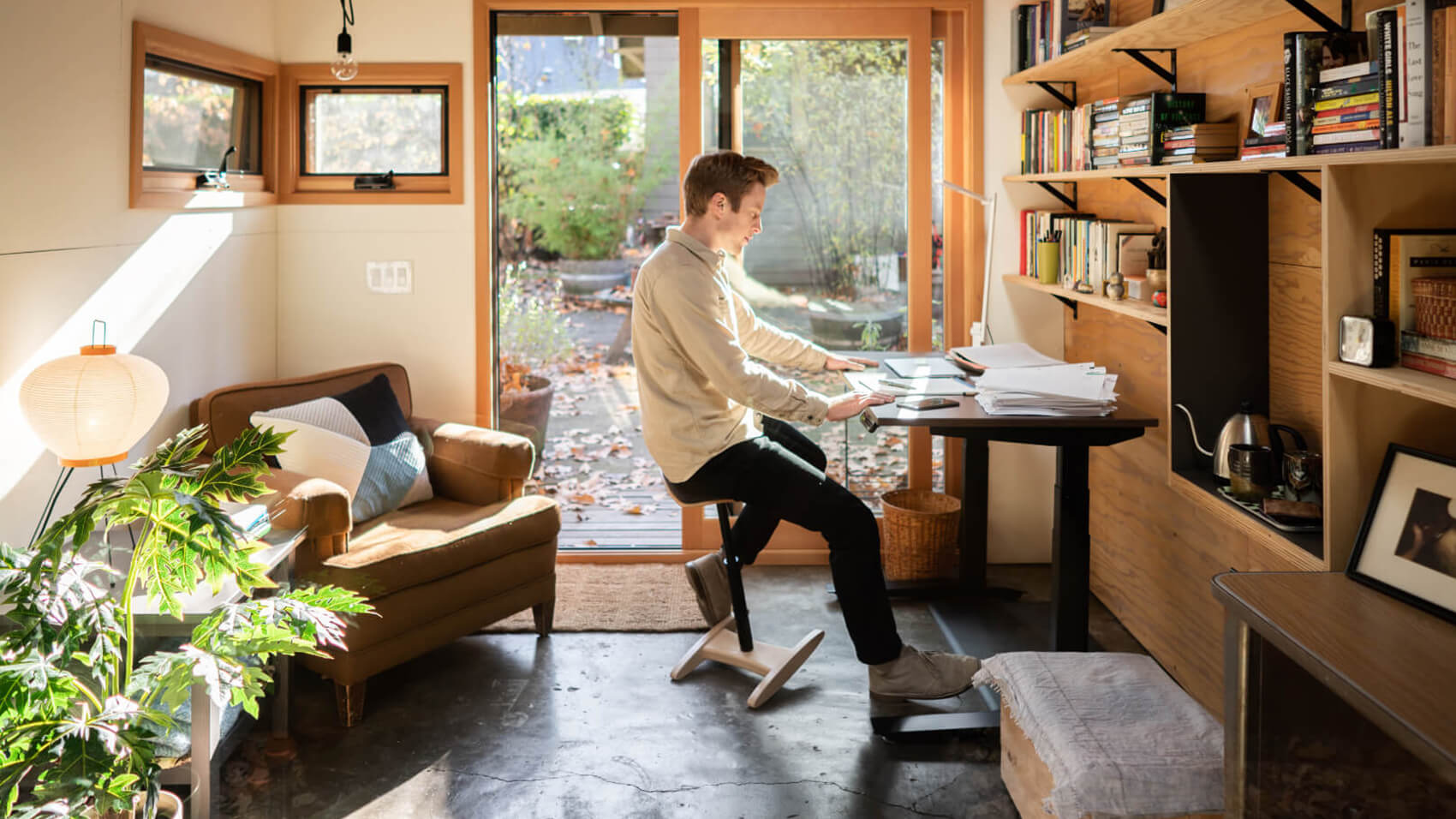 fully ergonomics jarvis standing desk and tic toc
