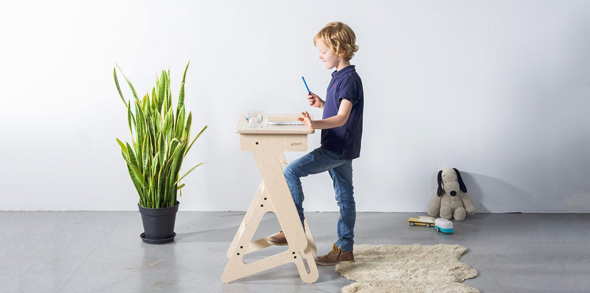 Child working at Jaswig kids standing desk