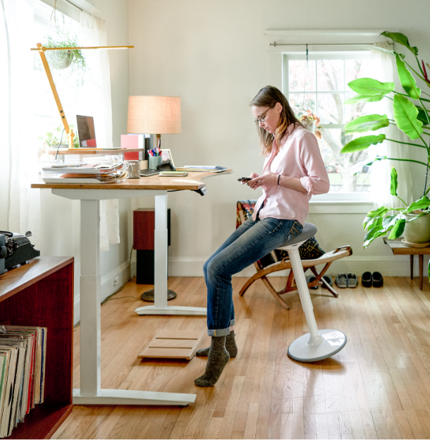 Lifestyle photography woman working in a home office with a Jarvis